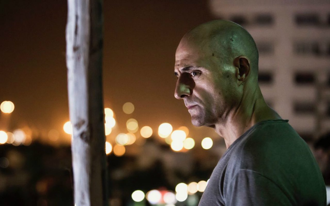https://blog.neterra.tv/wp-content/uploads/2019/04/deep-state-first-look-mark-strong-as-max-easton-1280x800.jpg