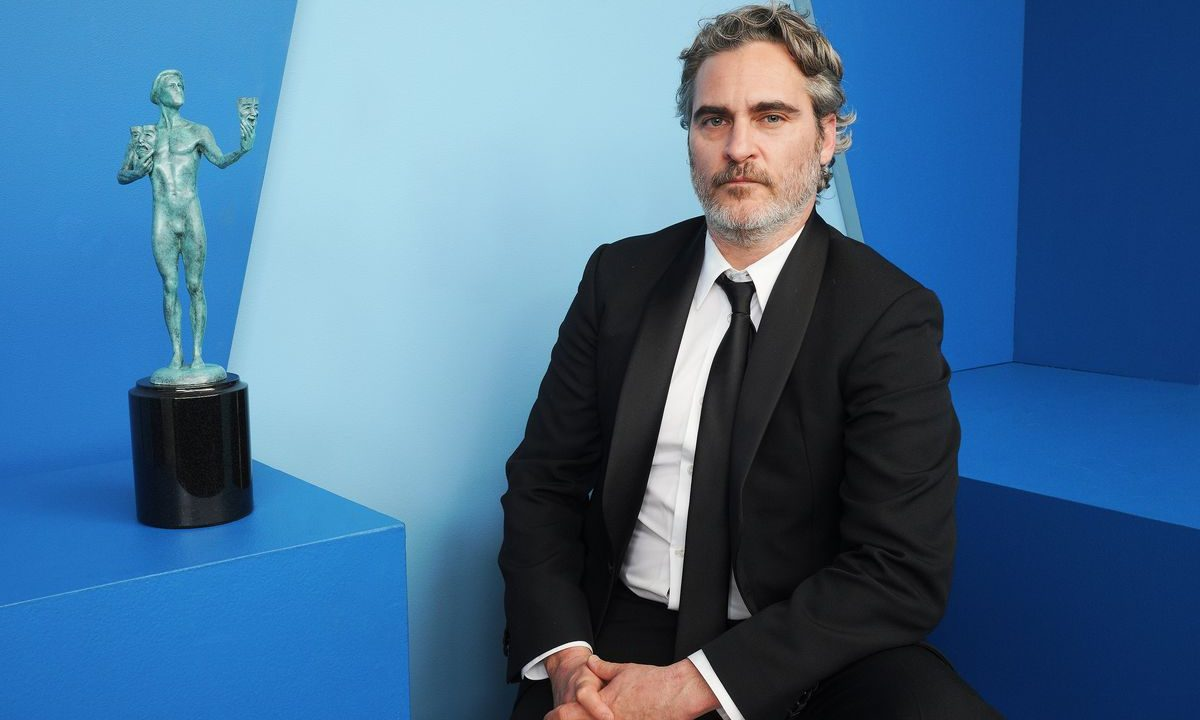 https://blog.neterra.tv/wp-content/uploads/2020/10/joaquin-phoenix-oscar-2020-wallpaper-hd-1200x720.jpg